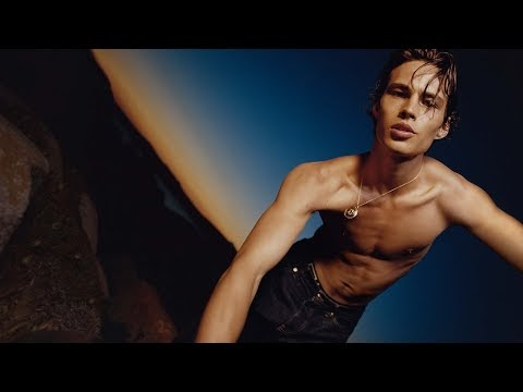 Versace Dylan Blue Pour Homme   Campanha 2021