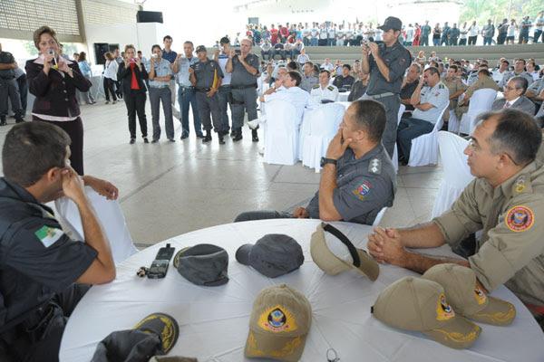 Encontro da governadora Rosalba Ciarlini com policiais e bombeiros ocorreu ontem, no Comando da PM