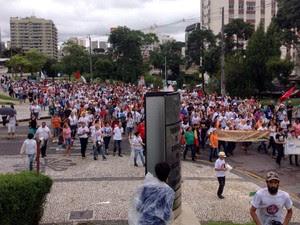 Grevistam são contra a aprovação do auxílio-moradia para conselheiros do TCE  (Foto: Daiane Baú / G1)