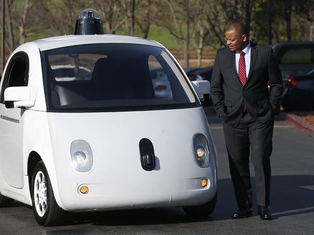 Carro elétrico do Google leva 2 pessoas (Foto: Justin Sullivan/Getty Images North America/AFP)