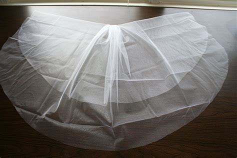 Make your own wedding veil (the best tutorial I've found