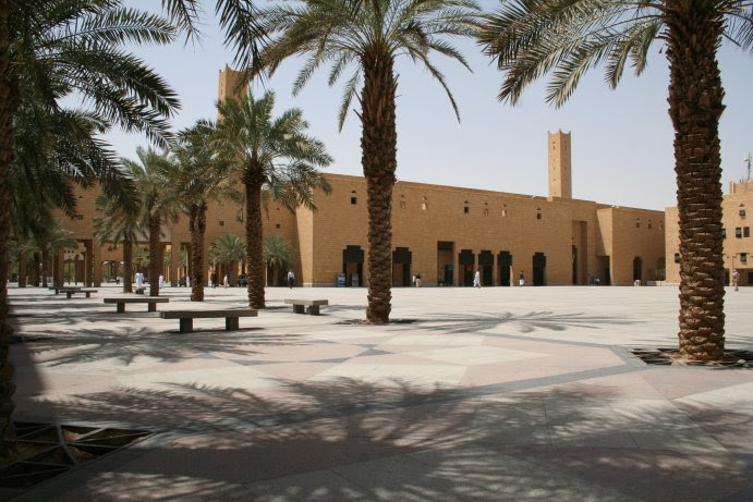 File:Dira Square.JPG