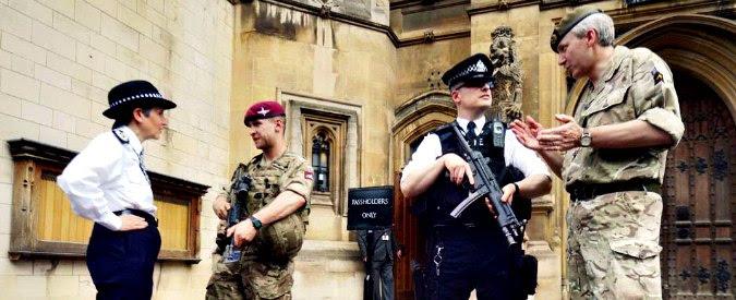 """Attentato Manchester, Londra dopo fuga di notizie: """"Stop collaborazione con gli Usa"""". Indagini verso Francia e Germania"""
