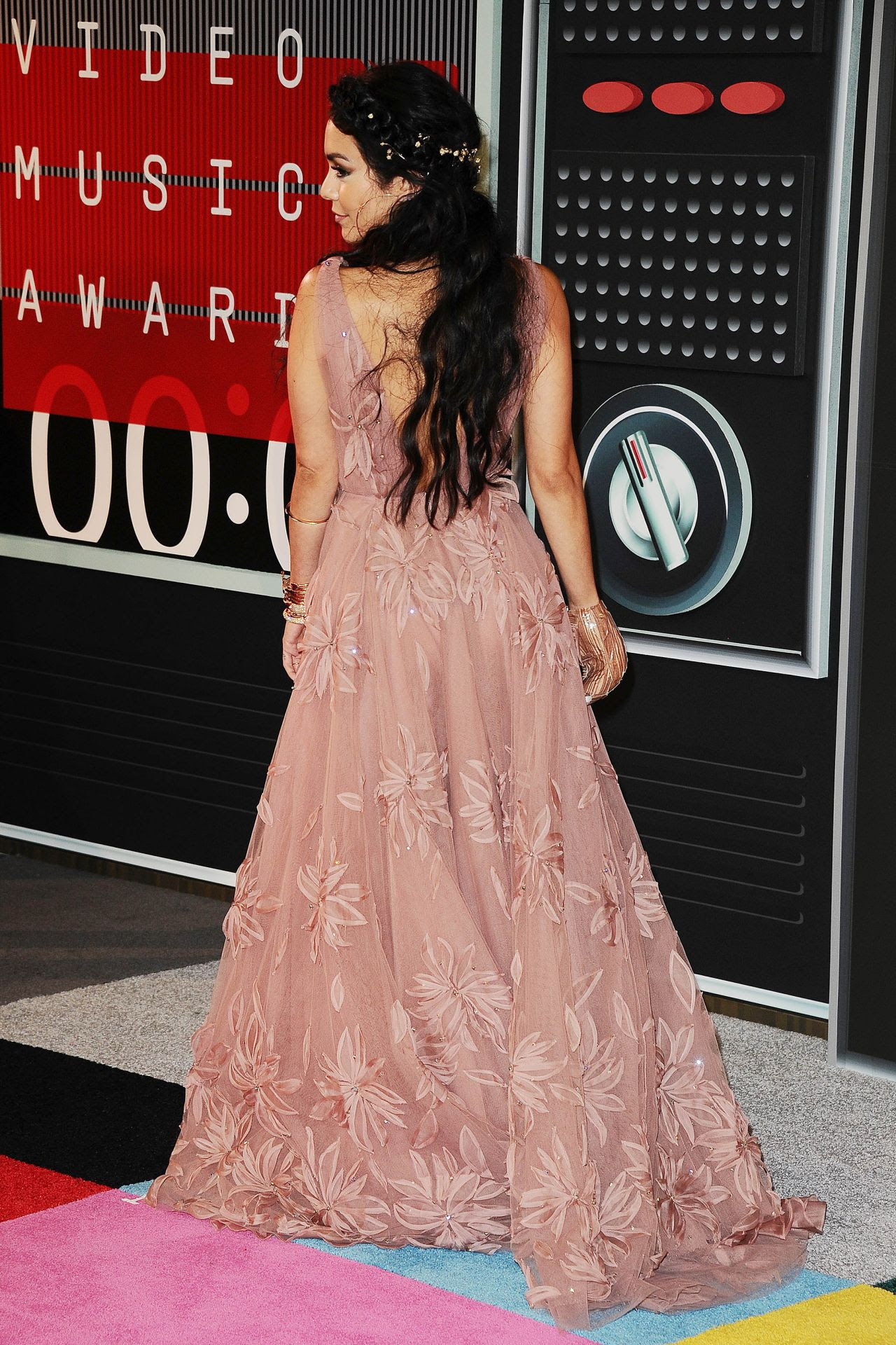 http://celebmafia.com/wp-content/uploads/2015/08/vanessa-hudgens-2015-mtv-video-music-awards-at-microsoft-theater-in-los-angeles_10.jpg