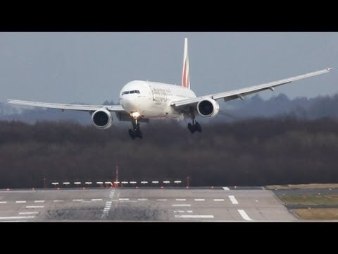 Emirates Airlines Crosswind Landing in Dusseldorf