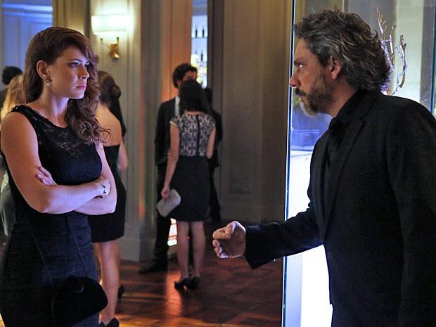 Cristina é humilhada por José Alfredo no meio da festa da Império! (Foto: Fábio Rocha / TV Globo)