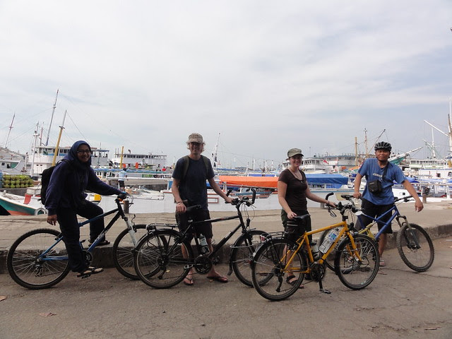 Bij de haven in Makassar