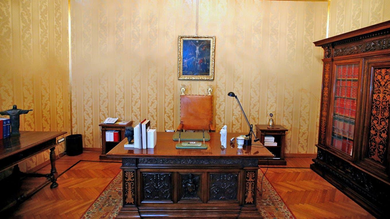 vista de una da las salas, en los apartamentos privados del Pontífice, ahora abierto a los turistas como un museo, en la antigua residencia de verano en Castel Gandolfo. Francisco ha renunciado a los placeres de Castel Gandolfo fuera de Roma, abrió sus apartamentos privados a los turistas, dijo el V. Foto: Reuters / Tony Gentile