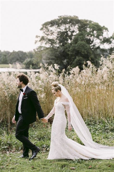 Romantic Reds Accentuate This Sydney Wedding   MODwedding