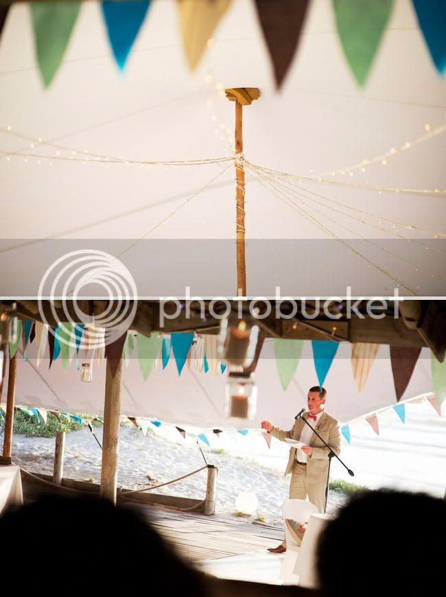 http://i892.photobucket.com/albums/ac125/lovemademedoit/welovepictures/StrandKombuis_Wedding_092.jpg?t=1324655084