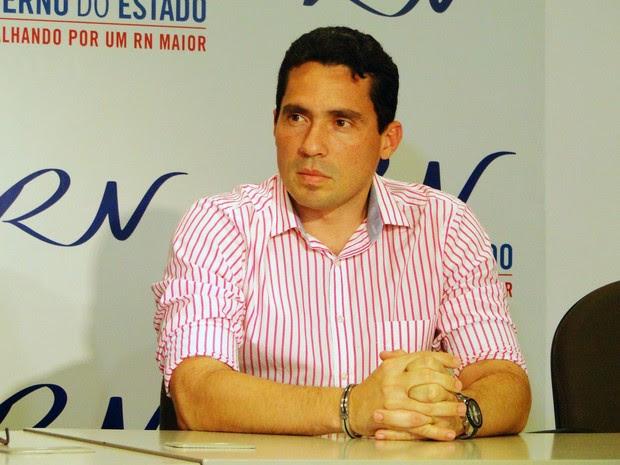 """Luiz Roberto Fonseca: """"Quando vocês viram 12 hospitais em reforma no RN?"""" (Foto: Ricardo Araújo/G1)"""