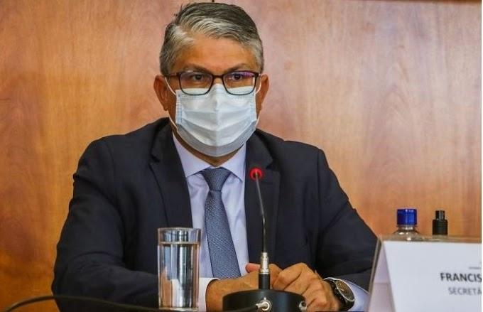 Ibaneis afasta servidores presos e põe Osney Okumoto de volta na Saúde