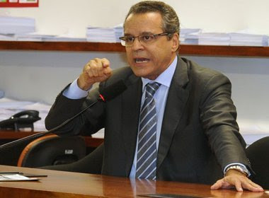 PMDB quer corte de 14 ministros em agosto