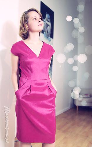 marchewkowa, blog, szycie, krawiectwo, szafiarka, sukienka, burda 7/2011, model, dress 110, satyno-tafta, malinowy materiał, kimonowe rękawki, kliny, kieszenie