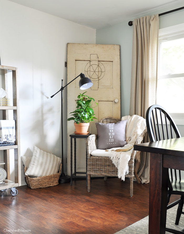 This Farmhouse Reading Nook is the perfect place to catch up your newest read or sip a cup of freshly brewed coffee.