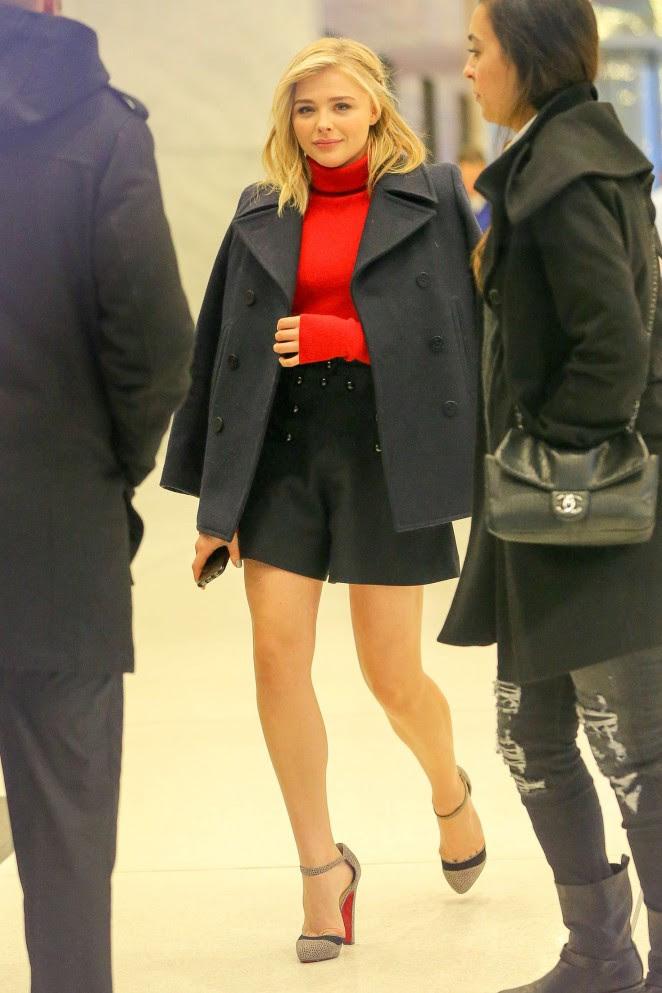 Chloe Moretz Shows her Legs -01