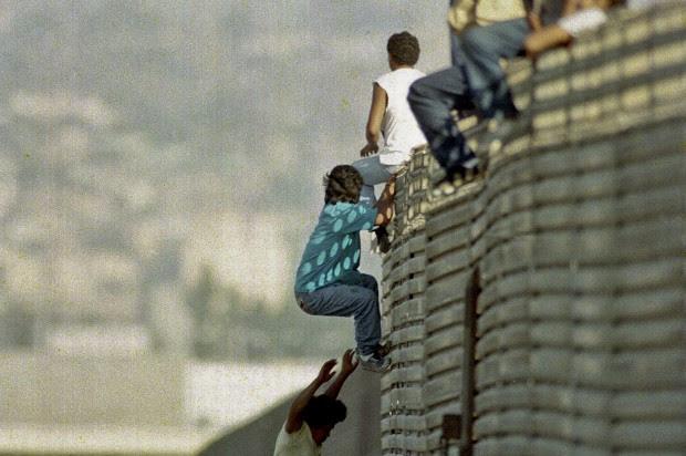 http://media.salon.com/2013/02/immigration-secure-border.jpeg7-620x412.jpg