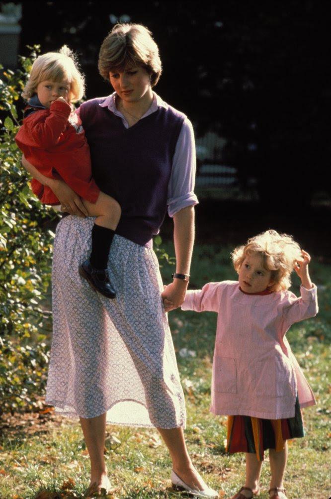 Una de las primeras fotos de Diana de Gales, en 1980 tomada poco después de saberse que era la novia del príncipe Carlos. Entonces ella trabajaba en una guardería.