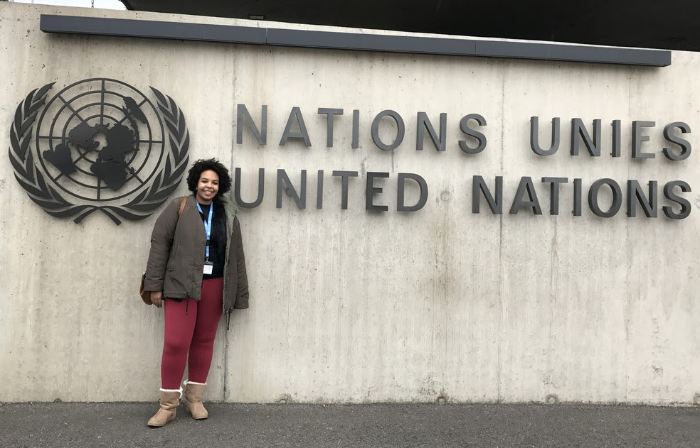 Mariana em visita à sede da ONU, em Genebra (Foto: Arquivo pessoal)