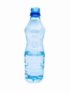 http://www.gourmet-blog.de/wp-content/uploads/2009/03/mineralwasser-pet-flasche-226x300.jpg
