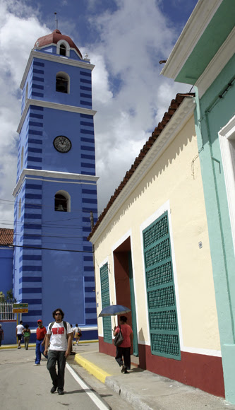Rumbo a la Parroquial Mayor. Serie Una ciudad testigo del tiempo. Foto: Daylén Vega/Cubadebate