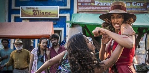 """Luzia (Lucy Alves) e Tereza (Camila Pitanga) brigam em """"Velho Chico"""""""