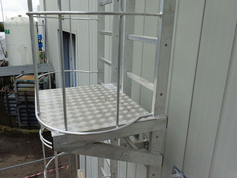 Casa di campagna altezza parapetti scale - Altezza corrimano scale interne ...