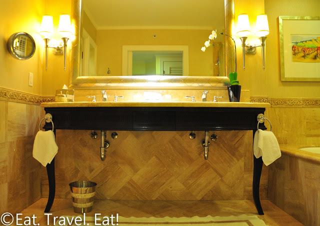St Regis Monarch Beach- Dana Point, CA: Bathroom Sinks