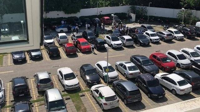 Casal é encontrado morto dentro de carro estacionado em shopping de Campo Grande