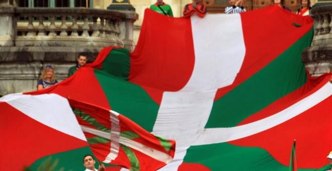 Manifestación a favor de la Ikurriña en Bilbao. EFE