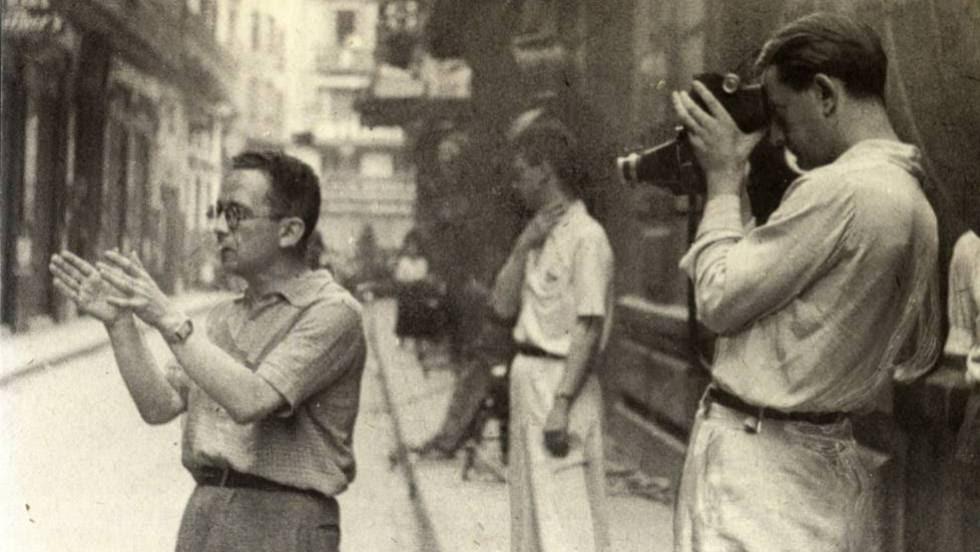 Max Aub (izquierda) y André Malraux durante el rodaje de Sierra de Teruel.