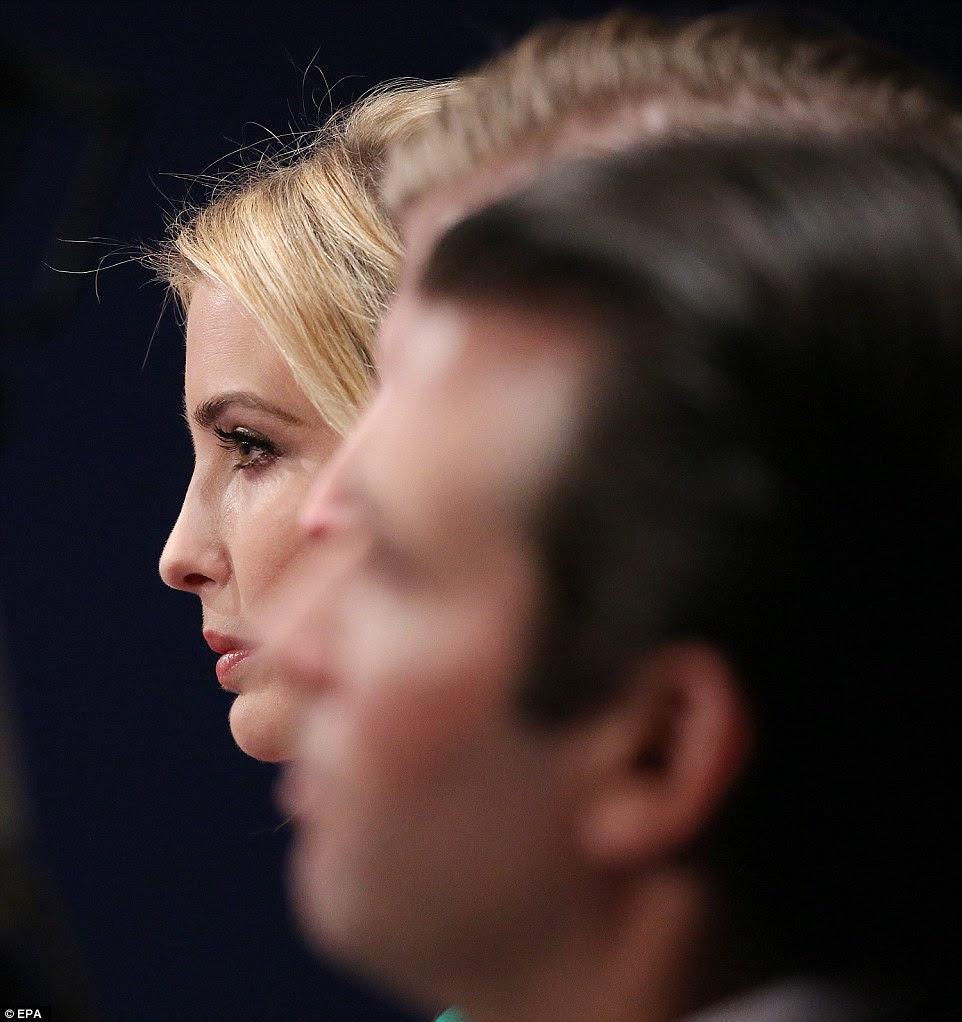 Ivanka Trump no início do segundo debate presidencial na noite de domingo na Universidade de Washington em St. Louis, Missouri