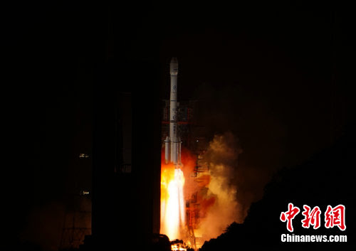 A Long March 3B rocket launched with the Apstar 9 telecom satellite at 1616 GMT (12:16 p.m. EDT) Friday. Credit: Chinanews.com