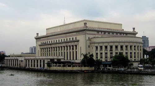20111010 manila central post office and river