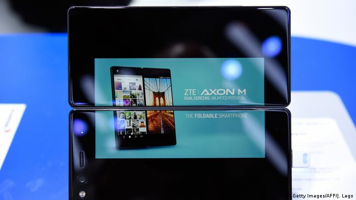 Spanien ZTE Smartphone auf dem Mobile World Congress in Barcelona (Getty Images/AFP/J. Lago)