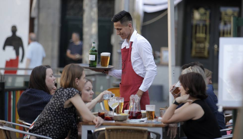 A Latin American waiter at a Madrid bar.