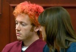 James Holmes aparece no tribunal nesta segunda-feira (23), ao lado de sua advogada de defesa (Foto: AP)