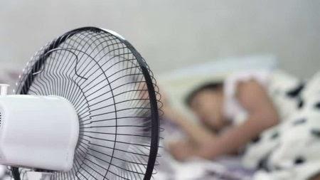 Dormir com ventilador ligado pode trazer riscos à saúde