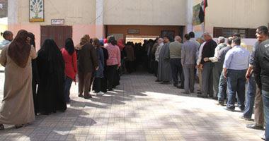 ازدحام أمام لجان الإستفتاء