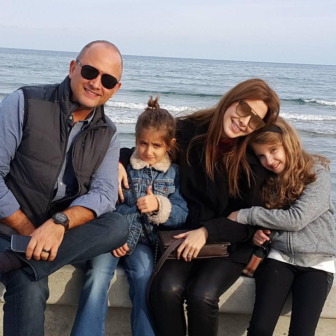 نانسى عجرم وزوجها وابنتيها ميلا وايلا