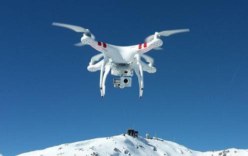 Drone DJI Phantom para fotografia aérea comercial e de lazer – Foto wikipedia
