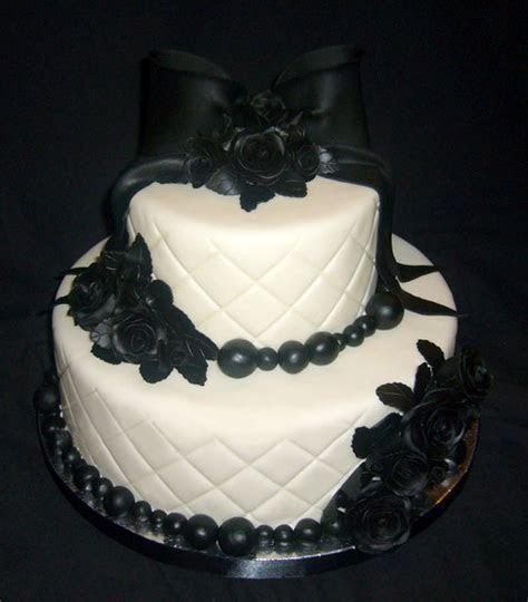 Amazing Gothic Wedding Cakes & Designs