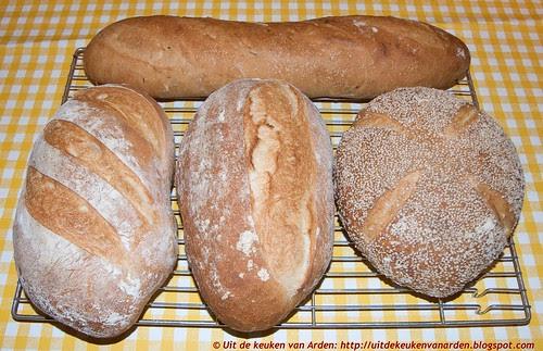Semolinabrood en stokbrood met rozemarijn