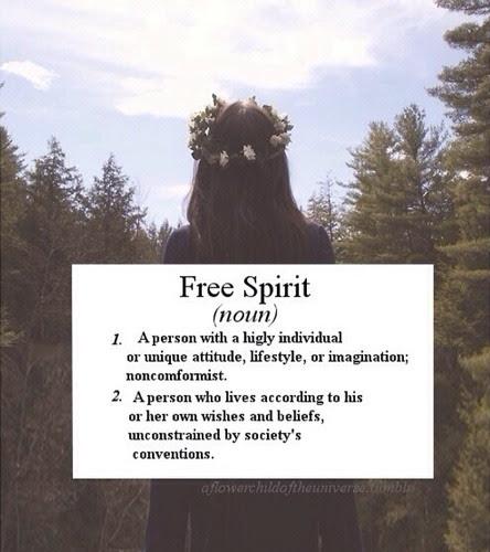 HOW TO BE A FREE SPIRIT Nasıl nasıl nasıl.. Mümkün. Mecbur olduğumuzu sandığımız çok çok şeye mecbur diliz aslında biliyosun sende. Bazı üstümüze düşenler var sadece, sorumluluklarımız. Ama onlarda pek çoğumuzun sandıklarının aksine; İlki çook çok çok fazla sevmek. Önce misler gibi kendini. Her sabah uyanınca, her akşam yatmadan önce. Olduğun gibi, en özünü, en saf halini. Bütün şapşallıklarını, hatalarını, çok da sevimli olmayan yanlarını bile. Orjinal bulup seviceksin :) Sonra aileni, arkadaşlarını ve tüm hayvanları. Sonra yaşam alanını. Kendi kendine sevmiceksin ama ilik aşısı gibi yapıcaksin, hücrelerinde hissedibilicekler senin tarafıldan sevildiklerini. Yanlarında olucaksın❤ Hakeden haketmeyen hesabını bilmeden, senin sevmeyi hakettiğin şekilde öyle seviceksin.. Ve hayaller hayalleer hayalleeer.. Biiir biiir kurgulıcaksın, olsada olmasada. Onları bulurken mutlu olucaksın zaten, neler bulabildiğine inanamıcaksın :) Koleksiyoner gibi. Eskiciler gibi, antikacılar gibi daha gerçekleşmeden bulup toplıcaksın hayallerini. Bakıp bakıp böbürlenebilirsin sonra, kendini beğenebilirsin hayallerinle. Yakışmış mı diye aynada bakabilirsin, hepsini teker teker deneyip dağıtabilirsin istediğin zaman ortalığı. İnanıcaksin. Bütün kalbinle inanabiliceksin. Kendine inanman sana bilgelik vericek, çünkü sen evrenin kalbinden doğdun, sihirle üretildin, ilk kalp atışın annenin karnındaki bi sihir meselesiydi ve bu evrenin işiydi. Hiç mantıklı diildi ama yüzyıllardır hepimizin kalbi ilk öyle atıyodu. Bi anda, öylece. Açıklamasızca, hediye gibi. Sen de o ilk kalp atışına inanıcaksın, sahip çıkıcaksın sihirine. Böylece evrenle olan işbirliğini hatırlıcaksın. Herşeyin olabiliceğine inanıcaksın. Geniş olucaksın. Sıkılsanda pıkılsanda biliceksin ki işler yoluna giricek. Ve yaz gelicek, havalar ısınıcak :) Arkana yaslanıcaksın, en sevdiğin seansta en sevdiğin film yapıcaksın hayatını. Bitince ayağa kalkıp alkışlıcaksın kendini❤ ❤ ❤❤ ❤