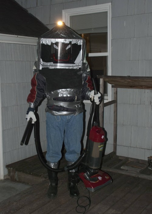 Protective Suit Improvised to Remove Nest of Yellowjackets - Neatorama