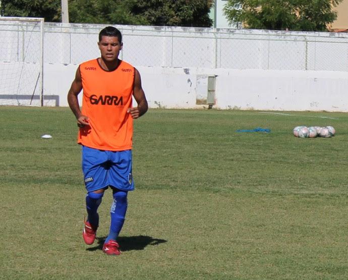Volante Dunga é o líder do Araripina dentro de campo (Foto: Emerson Rocha)