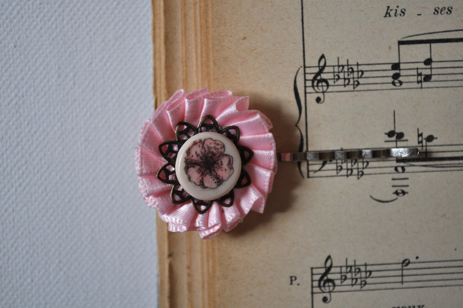 vintage inspired baby pink flower hairpin