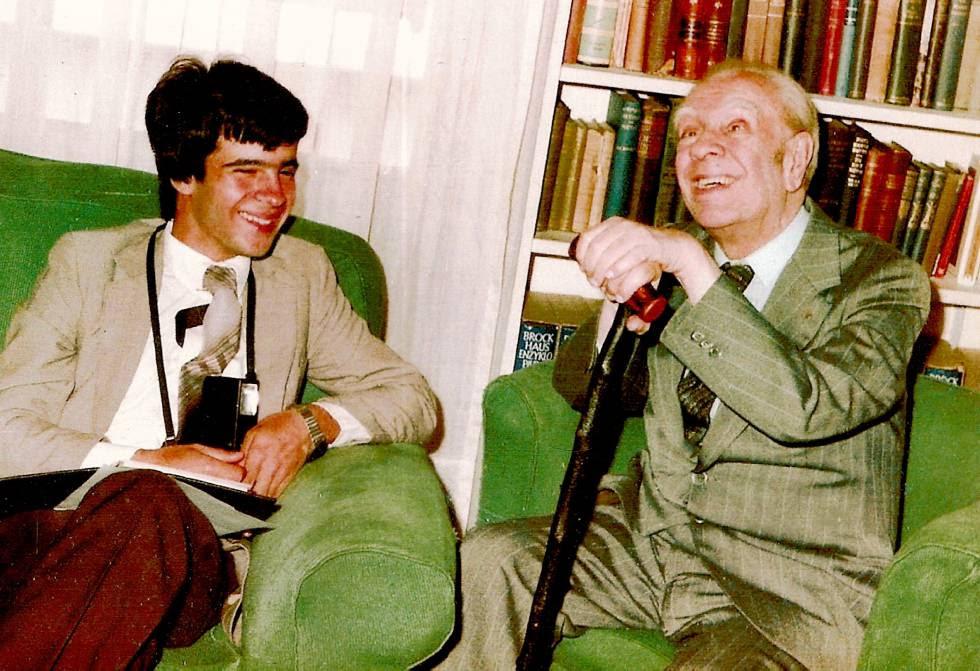 Claudio Pérez Míguez y Jorge Luis Borges, en 1982, en Buenos Aires.
