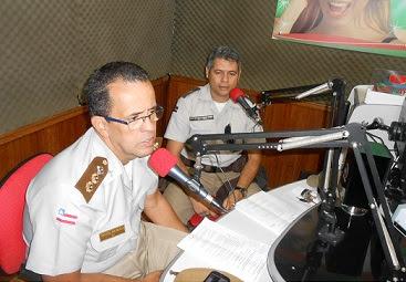 Ten.Cel Braga, diretor do Colégio da Polícia Militar, acompanhado do sub-Ten Meira