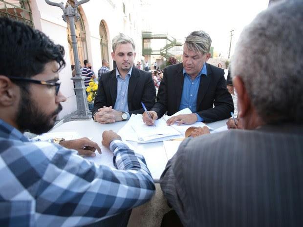 Casal diz acreditar que oficialização do casamento é importante (Foto: Jonathan Lins/G1)